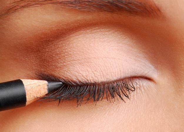 Cómo hacer la raya del ojo